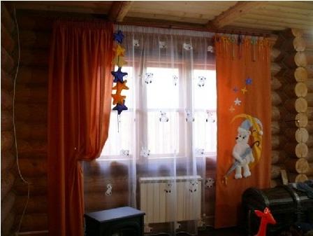 Темный дизайн штор в детской комнате