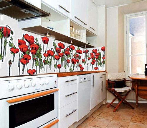 Фотообои в интерьере кухни. Наклейка полосой